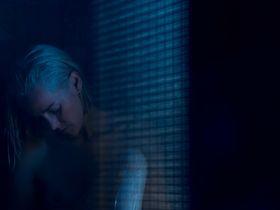 Джена Мэлоун секси - Слишком стар, чтобы умереть молодым s01e10 (2019)