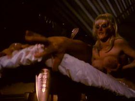 Энн Мари голая - Долина блаженства (1979) #5