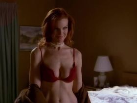 Марсия Кросс секси - Отчаянные домохозяйки s01e06 (2004)