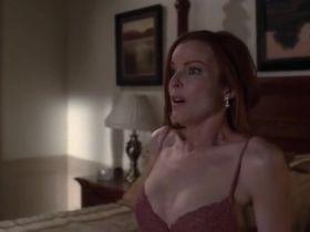 Марсия Кросс секси - Отчаянные домохозяйки s03e01 (2004) #6