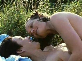 Керри Фокс голая, Софи Уорд голая - Деревенский роман (1995) #4