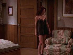 Патриша Хитон секси - Все любят Рэймонда s09e14 (2004) #1