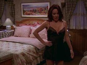 Патриша Хитон секси - Все любят Рэймонда s09e14 (2004) #2