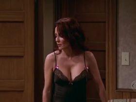 Патриша Хитон секси - Все любят Рэймонда s09e14 (2004) #3