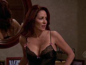 Патриша Хитон секси - Все любят Рэймонда s09e14 (2004)