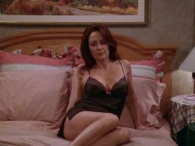 Патриша Хитон секси - Все любят Рэймонда s09e14 (2004) #7
