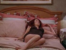Патриша Хитон секси - Все любят Рэймонда s09e14 (2004) #8