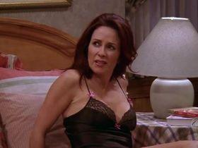 Патриша Хитон секси - Все любят Рэймонда s09e14 (2004) #9