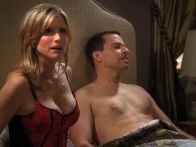 Кортни Торн-Смит секси - Два с половиной человека s08e01 (2010) #9