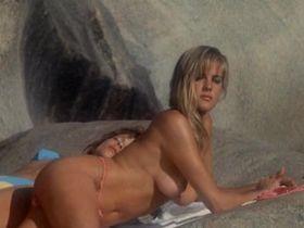 Тери Вейгель голая, Вики Бенсон голая - Лагерь девушек-болельщиц (1988) #1