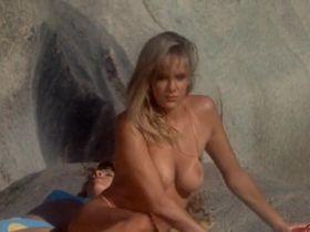 Тери Вейгель голая, Вики Бенсон голая - Лагерь девушек-болельщиц (1988) #2