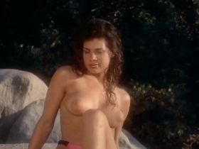 Тери Вейгель голая, Вики Бенсон голая - Лагерь девушек-болельщиц (1988) #8