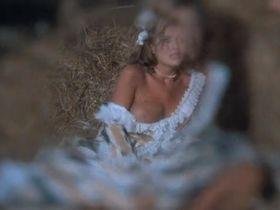 Сибил Даннинг голая - Оружие Господне (1976) #4