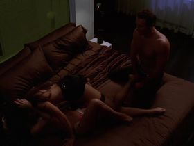 Келли Карлсон секси, Рона Митра секси - Части тела s03e01 (2005) #13