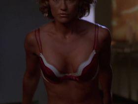 Келли Карлсон секси, Рона Митра секси - Части тела s03e01 (2005) #3