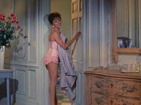 Джоан Коллинз секси - Собирайтесь вокруг флага, ребята! (1958) #6