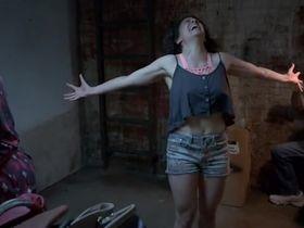 Илана Глейзер секси - Брод Сити s02e04 (2014)