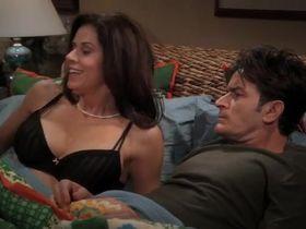 Дженнифер Бини Тейлор секси - Два с половиной человека s07e01 (2009) #6