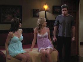 Дженнифер Бини Тейлор секси, Триша Хелфер секси - Два с половиной человека s07e08 (2009) #3