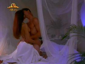 Барбара Каррера секси - Клубок (1994)