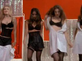 Лиза Бреннер секси, Анджела Готс секси, Элисон Ломан секси, Солейл Мун Фрай секси - Секс и девушка (2001) #2