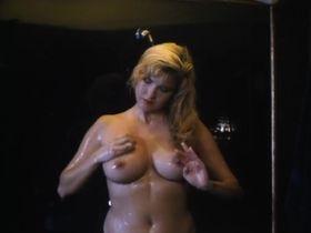Мелисса Мур голая - Крепкие орешки (1990)