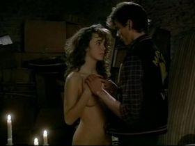 Филиппин Леруа-Больё голая - Вечеринка сюрпризов (1983) #8