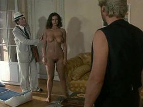 Патриция Барзик голая - Вспарывающая машина (1986)