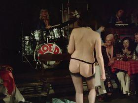 Лина Ромай голая, Мартин Стедил голая - Голые марионетки в подполье (1975) #10