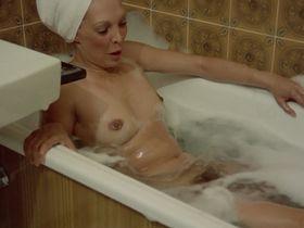 Лина Ромай голая, Мартин Стедил голая - Голые марионетки в подполье (1975) #14