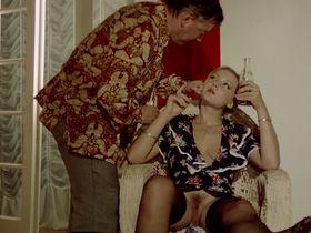 Лина Ромай голая, Мартин Стедил голая - Голые марионетки в подполье (1975) #29