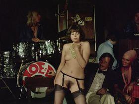 Лина Ромай голая, Мартин Стедил голая - Голые марионетки в подполье (1975) #9