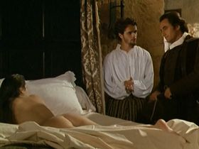 Изабелла Росселлини голая, Марианн Басле голая - Галантные дамы (1990)