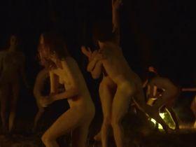 Лола Кламрот голая, Марианна Фонтана голая, Дженна Тиам голая - Революция на Капри (2018) #16