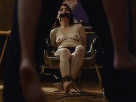 Габриела Грекко голая, Таис Пратес секси - Наше зло (2017)