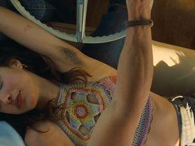 Дакота Фаннинг секси, Маргарет Куэлли секси - Однажды в... Голливуде (2019) #6