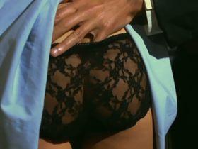 Марина Хедман голая, Хелен Ширли голая, Селена Маркиз голая - Бисексуальная шведка нуждается в оплодотворении (1982) #2