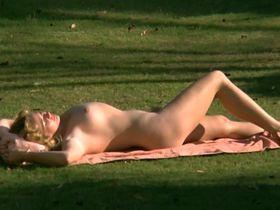 Марина Хедман голая, Хелен Ширли голая, Селена Маркиз голая - Бисексуальная шведка нуждается в оплодотворении (1982) #4