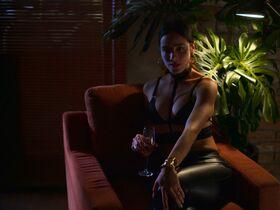 Эсмеральда Пиментел секси - Побудь отцом (2020) #2