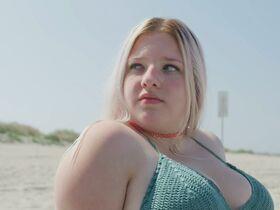 Джордан Кристин Симон секси, Беатрис Баричелла секси, Франческа Скорсезе секси - Мы те, кто мы есть s01e02 (2020) #3