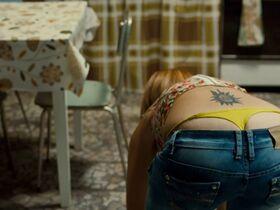 Надир Казелли голая, Джулия Греко секси, Микаэла Рамаццотти секси - Стоя в раю (2012) #4
