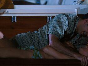 Саффрон Берроуз секси, Эринн Бартлетт секси, Сабрина Гиринккс секси - Глубокое синее море (1999) #2