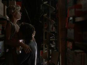 Кейт Вернон голая, Криста Бриджес секси - Кровные узы (1995) #12
