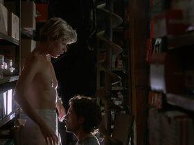 Кейт Вернон голая, Криста Бриджес секси - Кровные узы (1995) #13