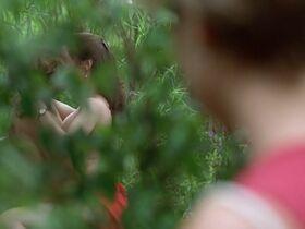 Кейт Вернон голая, Криста Бриджес секси - Кровные узы (1995) #2