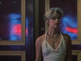 Кейт Вернон голая, Криста Бриджес секси - Кровные узы (1995) #9
