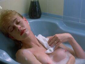 Дженили Харрисон голая, Дженнифер Штейн голая - Проклятие 3: Кровавое жертвоприношение (1991) #12