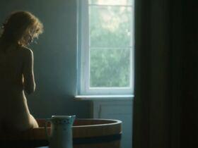Каролина Грушка голая - Мария Кюри (2016) #9