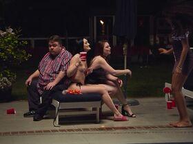 Эйми Тигарден секси, Лили Дрю Детуайлер голая, Шарлотта МакКинни секси, Лиз Кац голая - Гостевой дом (2020) #22