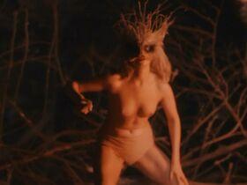 Стиви Линн Джонс секси - Зло пускает корни (2020) #14